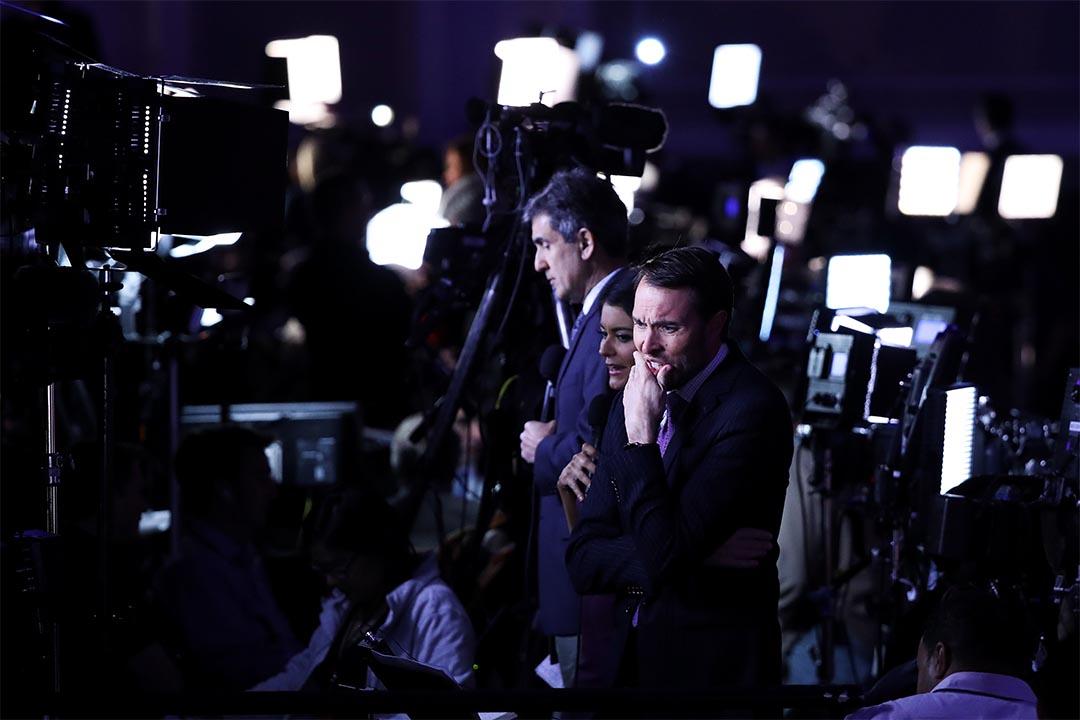 2016年11月8日,美國總統大選日,媒體在報導特朗普的選情。