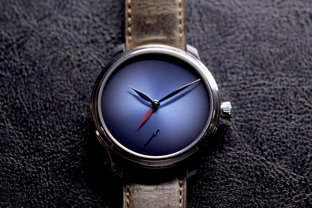 Endeavour Dual Time Concept鉑金限量版,售價港幣332,000。