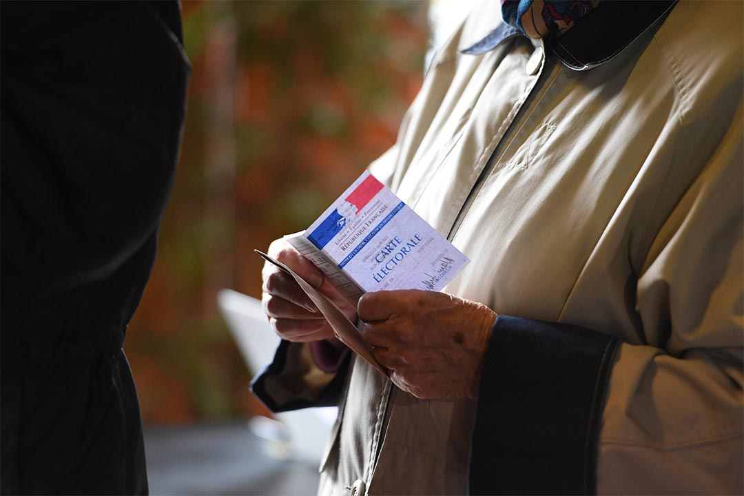 2016年11月20日,法國波爾多,一個選民正在排隊準備投票。