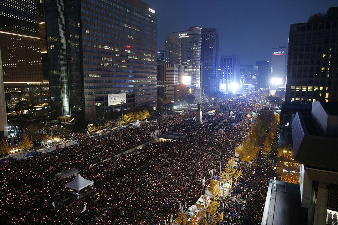 南擊首爾超過百萬民眾參加要求朴槿惠下台遊行。