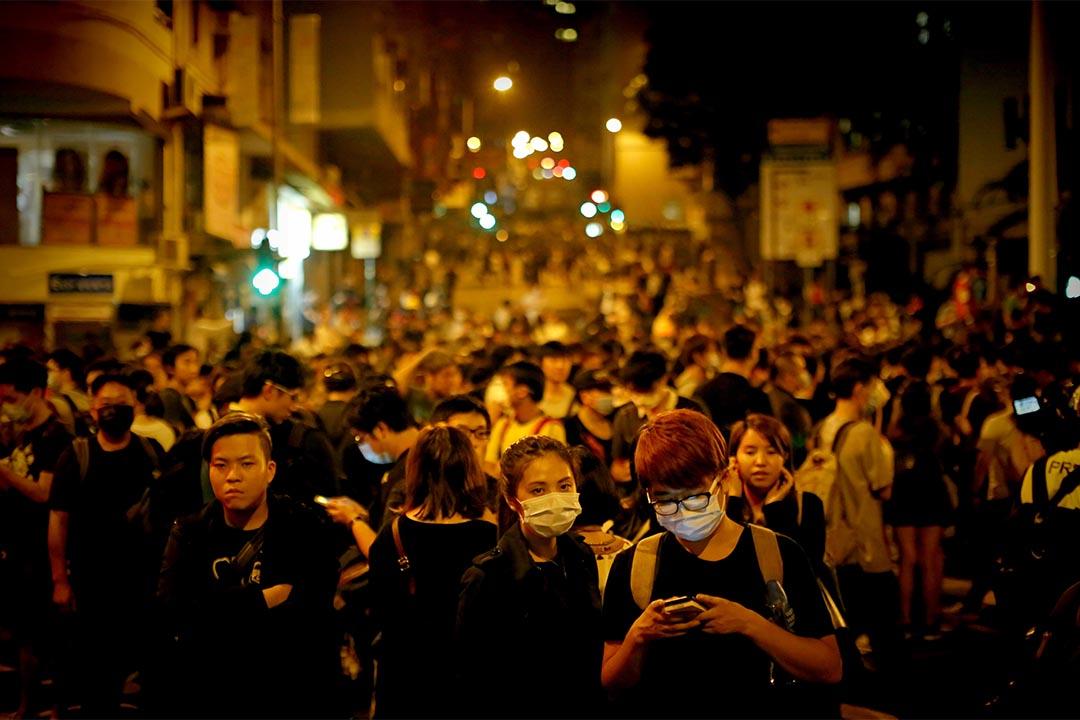 示威者在西边街聚集。