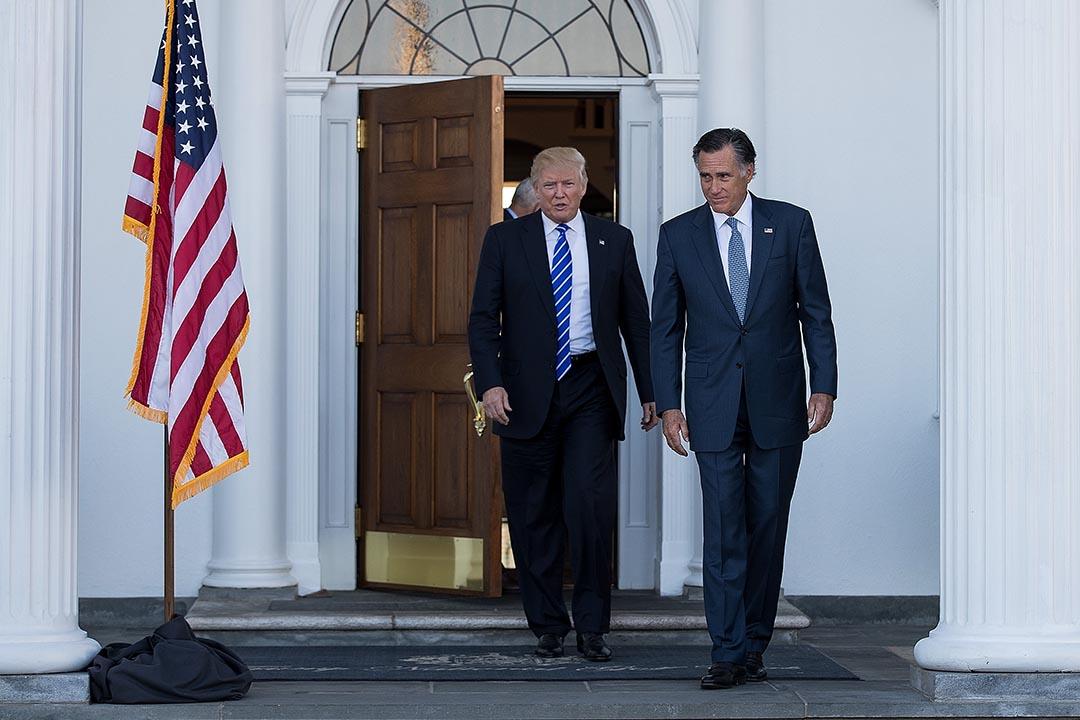 2016年11月19日,特朗普在其高爾夫球會與羅姆尼見面後,二人一同離開。