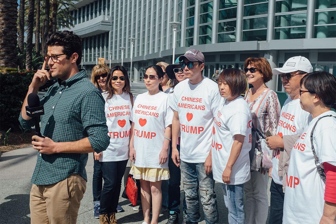 圖為美國一群支持特朗普的華裔人士。