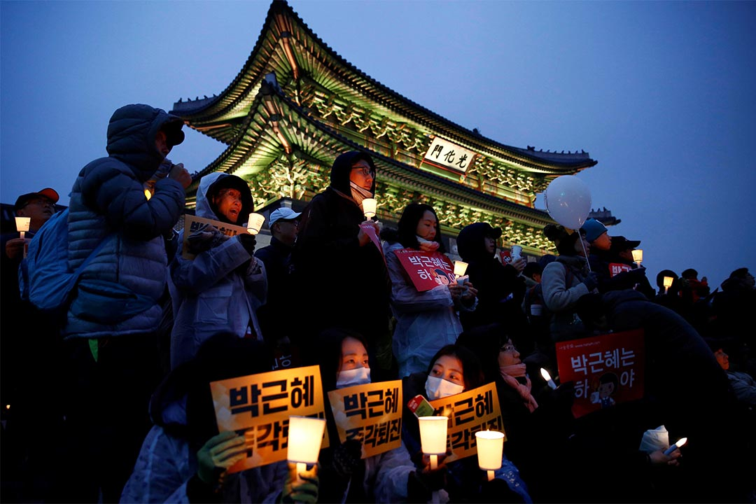 南韓國會最快周五表決彈劾朴槿惠。圖為2016年11月26日,示威者繼續於週末集會,要求總統朴槿惠下台。