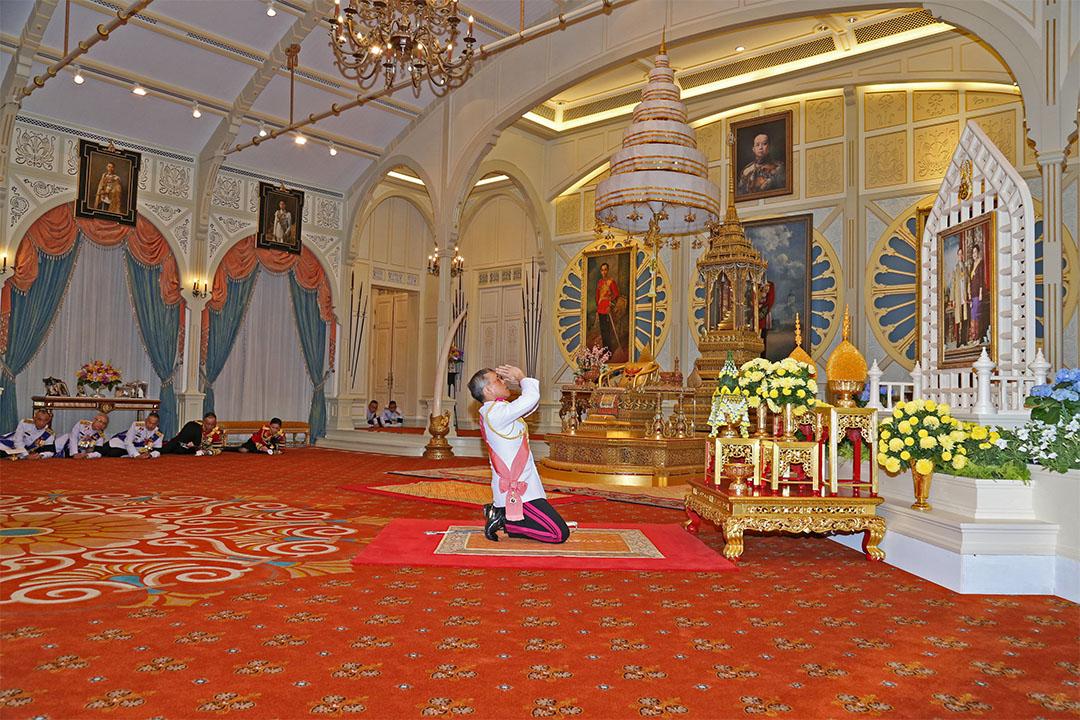 2016年12月2日,泰国,哇集拉隆功登基為泰王拉瑪十世。