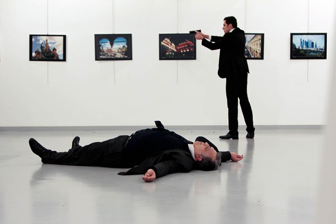 2016年12月19日,土耳其,槍手刺殺俄羅斯大使卡爾洛夫(Andrei Karlov)。