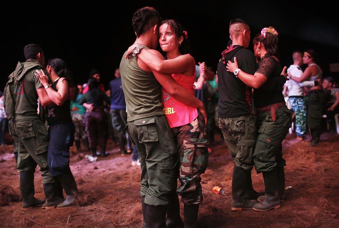 2016年9月21日,哥倫比亞,FARC成員在跳舞。