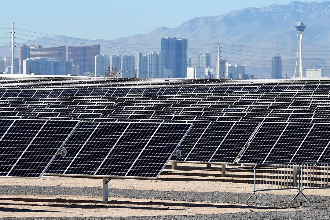 拉斯維加斯政府使用100%用可再生能源發電。 圖為拉斯維加斯地內華達太陽能發電站。