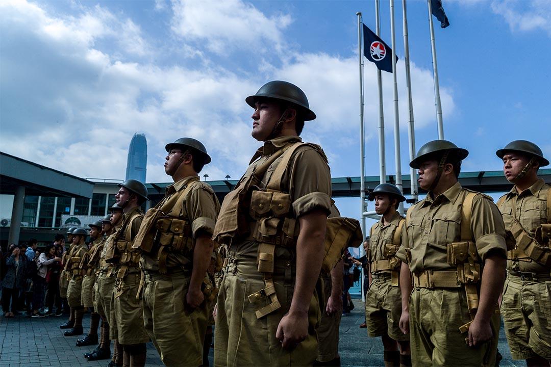 2016年12月11日,香港守軍退守港島75年後的同一天,Ben Dalgleish與其他參加者穿着棕色軍服,在尖沙咀天星碼頭「重演」歷史。