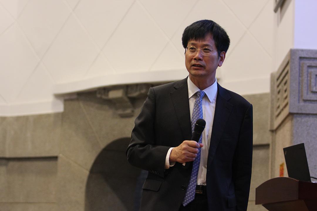 俞可平於武漢大學作『中國傳統社會的政治學分析』的講座。