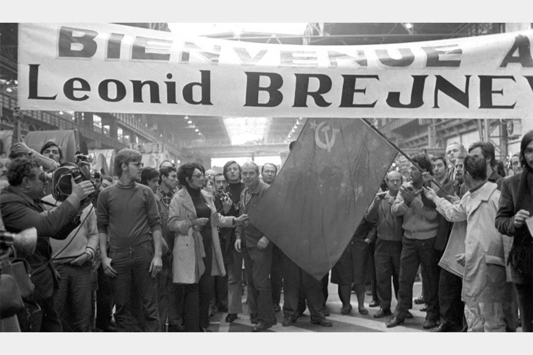一家工廠工人準備歡迎列昂尼德·布里茲涅夫到訪。