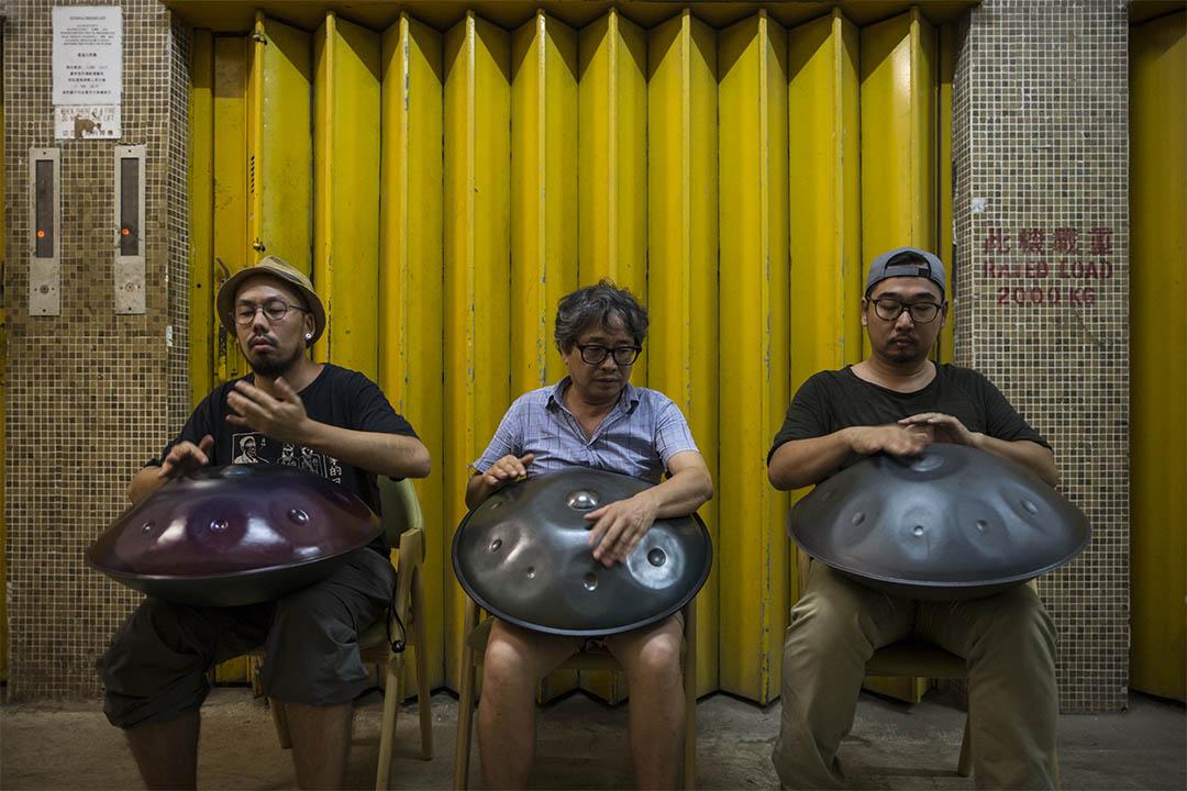 三名喜愛 handpan 的樂手:黃津珏、Edmund Leung、香港手碟同盟代表。