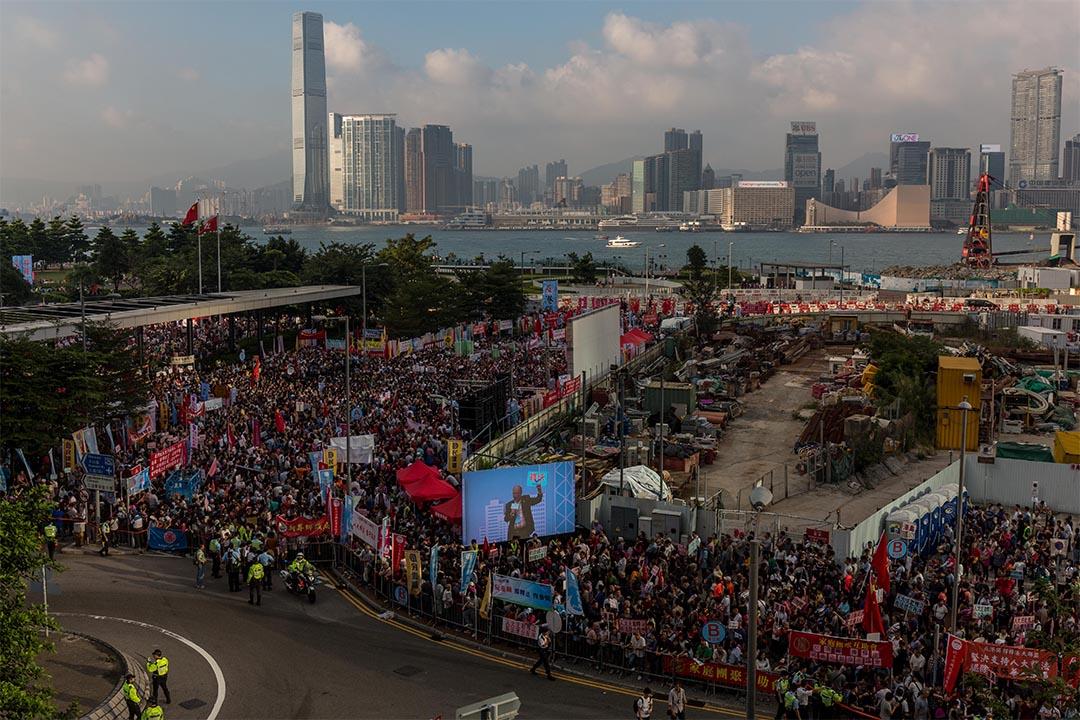 2016年11月13日,金鐘,建制團體於添馬公園舉行支持人大釋法及反港獨集會。