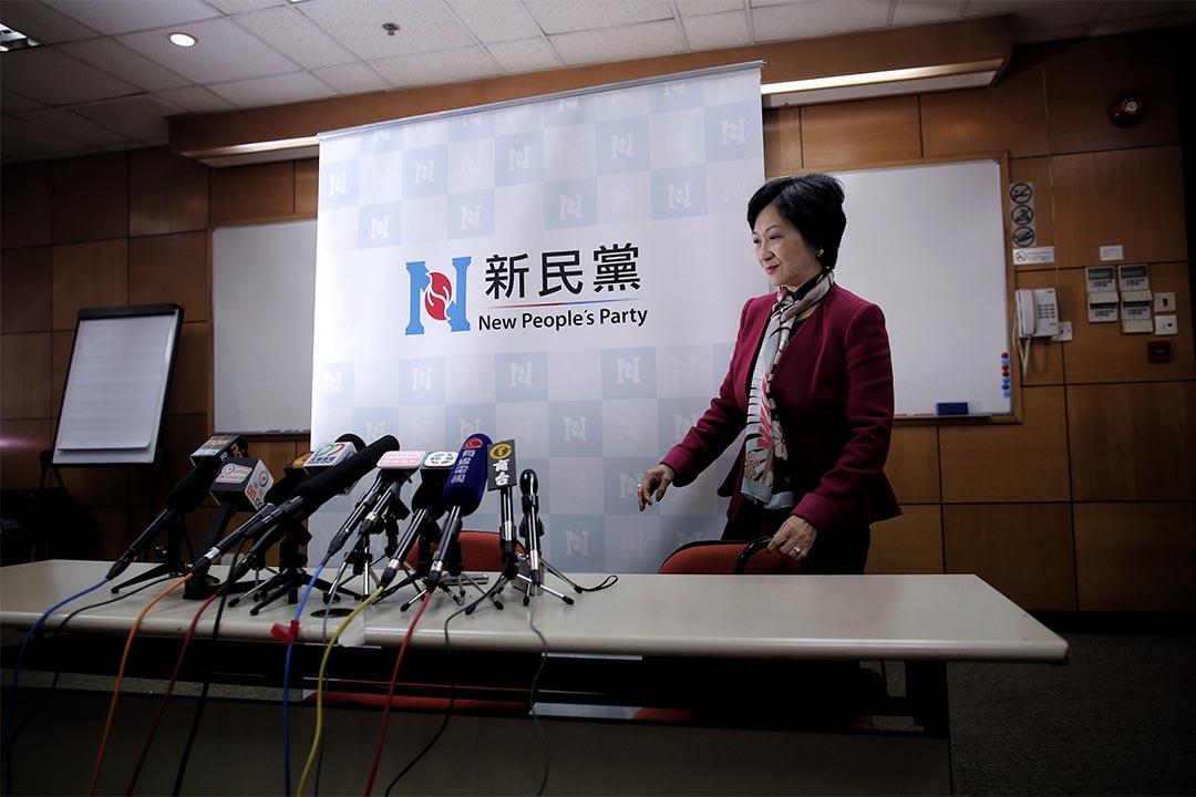 2016年12月14日,葉劉淑儀昨晚召開記者會,宣佈新民黨支持她參選特首選舉。葉劉淑儀今天會辭任行會,下午3時記招正式公布參選及政綱。