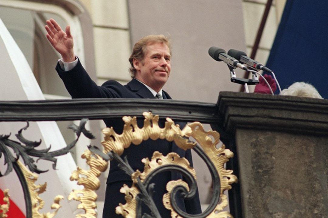 1989年12月29日,在捷克斯洛伐克舉行的第一次民主選舉中,出獄只有42天的哈維爾被選為捷克斯洛伐克聯邦共和國總統。