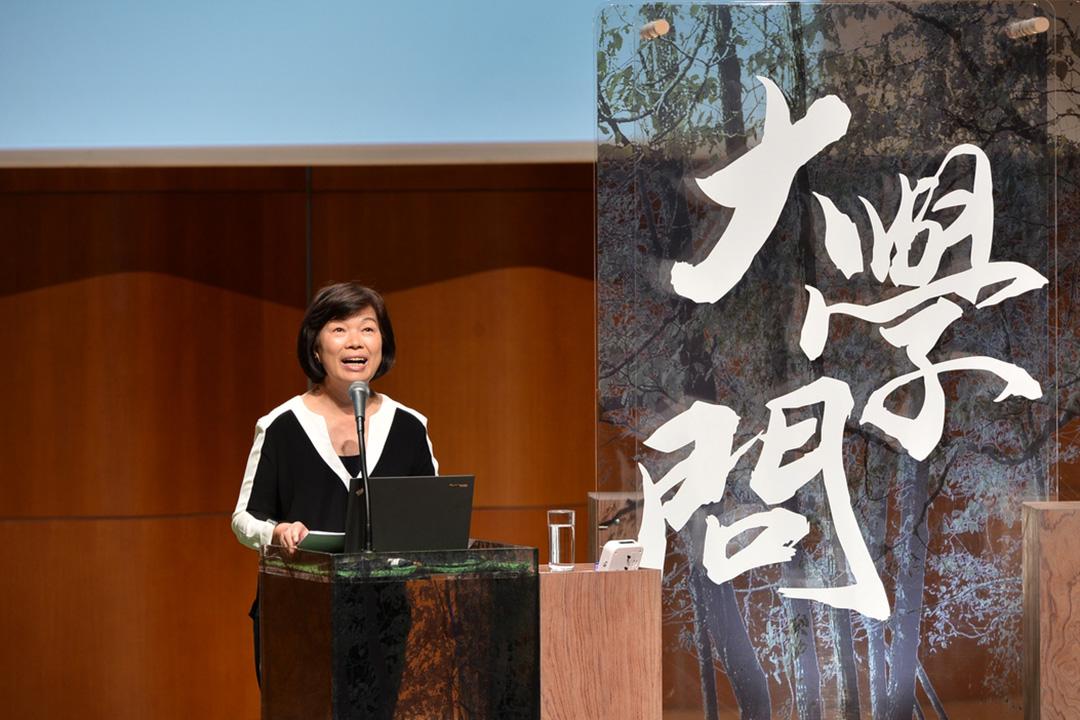 香港大學通識教育部及香港電台合作推出的《大學問》系列講座,早前邀請到著名作家龍應台教授出席,她與同學們一同聆聽、分享不同時空中的音樂。