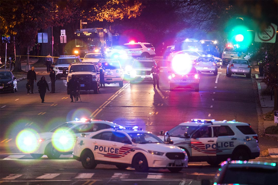 美國披薩店發生槍擊案,槍手誤信假新聞,稱在調查有關希拉莉性侵兒童一案。