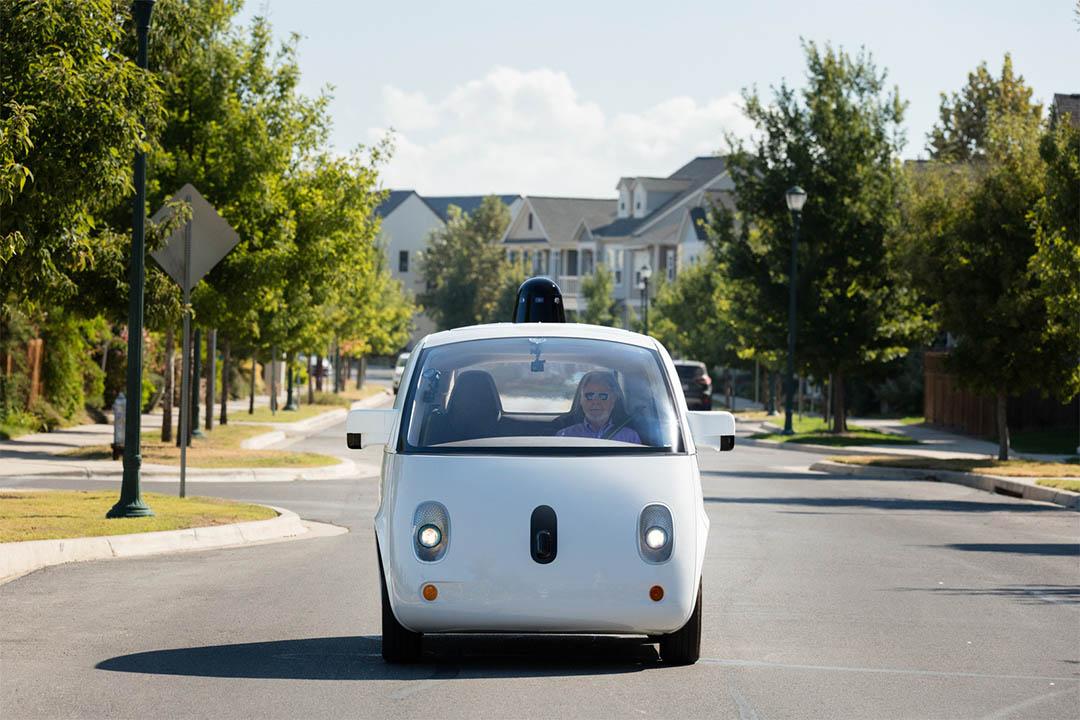 Alphabet 成立自動駕駛汽車公司 Waymo,計劃與菲亞特克萊斯勒合作。