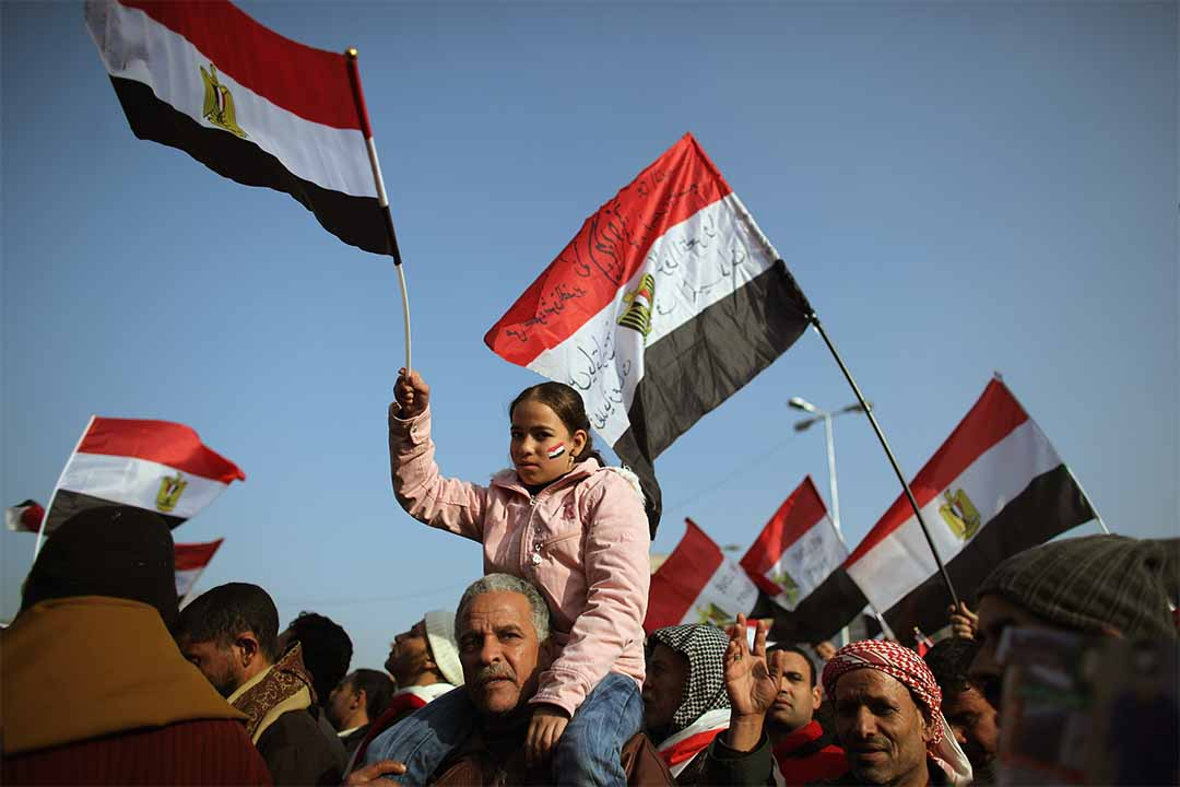 2012年1月25日,埃及革命一年後,人們上街遊行紀念革命令總統穆巴拉克下台並推動國家民主化。