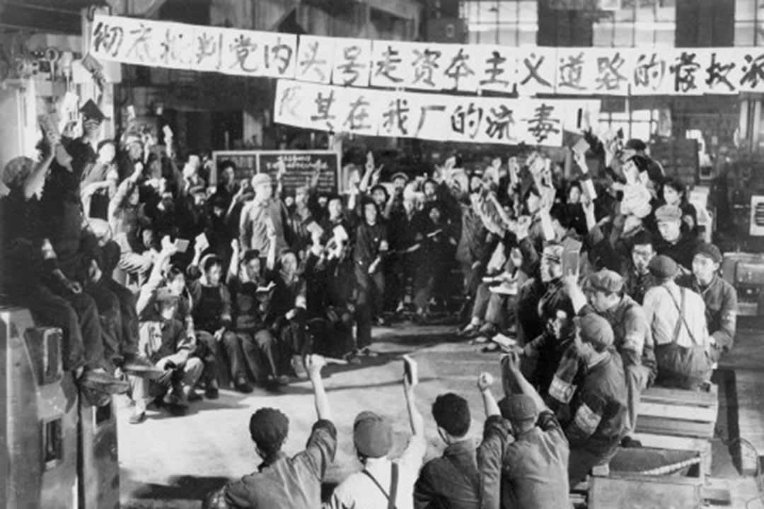 1967年正是文化大革命中最瘋狂的「上海奪權」。3月23日,上海舉行公判大會,劉文輝被以「反革命」罪槍決,為上海「革委會」的成立「獻禮」。