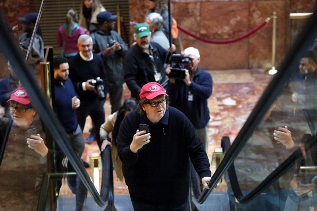 2016年11月12日,導演Michael Moore抵達特朗普大廈。
