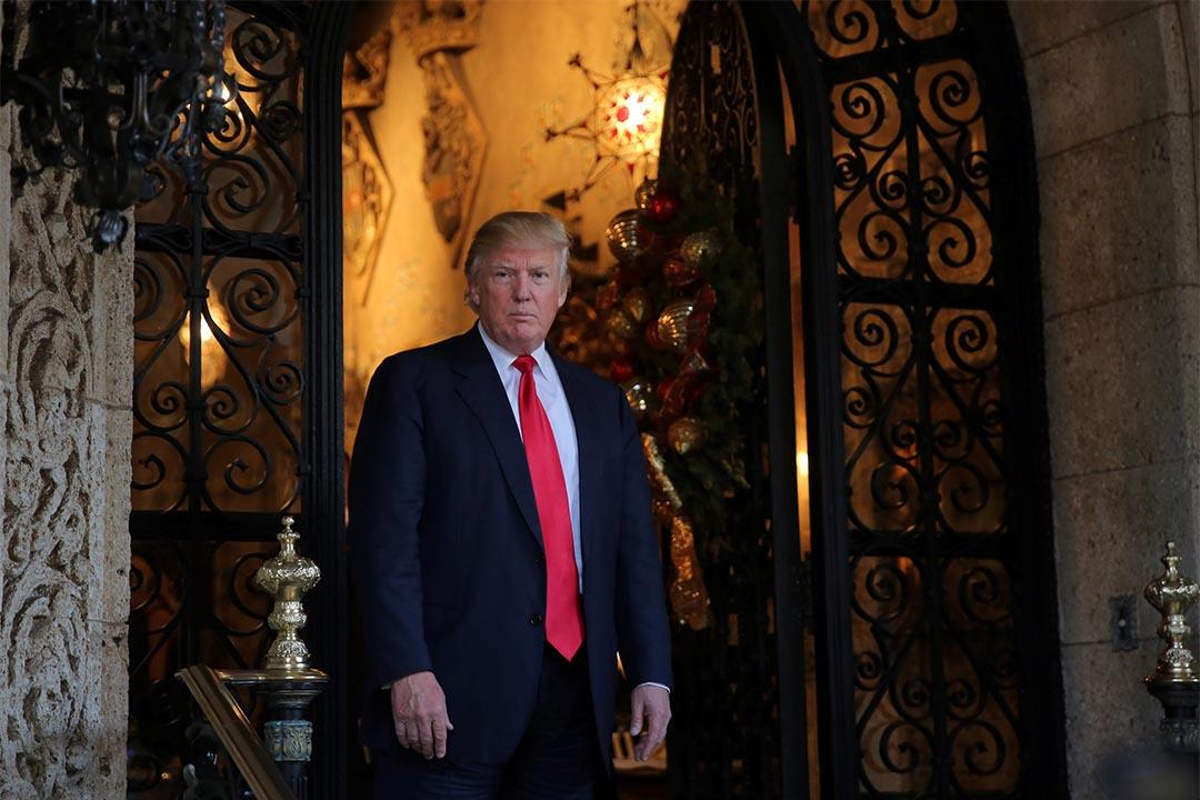 特朗普稱美國必須大幅加強和擴張核能力。2016年12月21日,美國佛羅里達,特朗普見記者後離開。