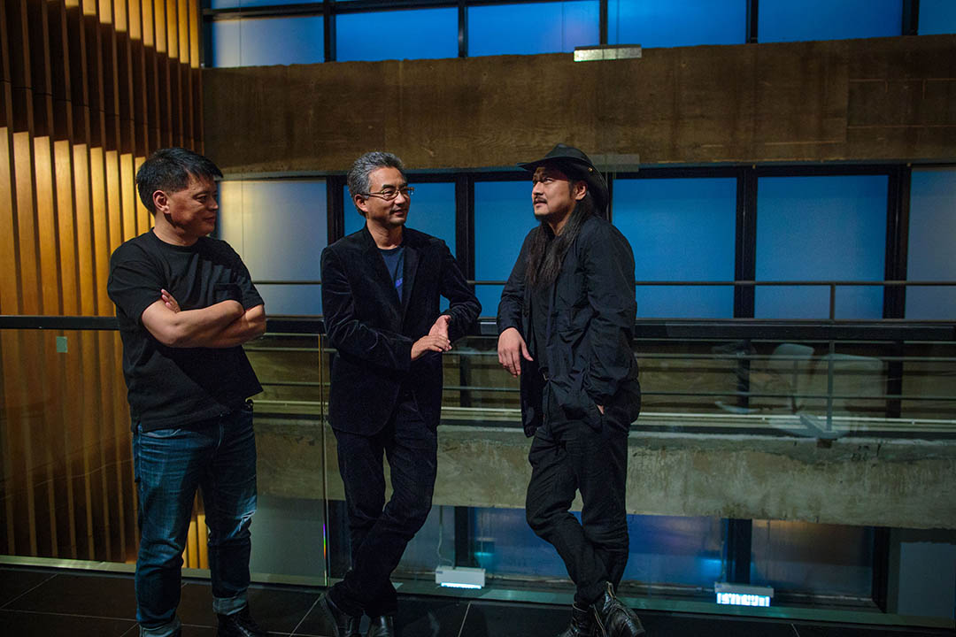 三名導演在香港油麻地電影中心出席座談會。左起:松太加 、萬瑪才旦、張揚。