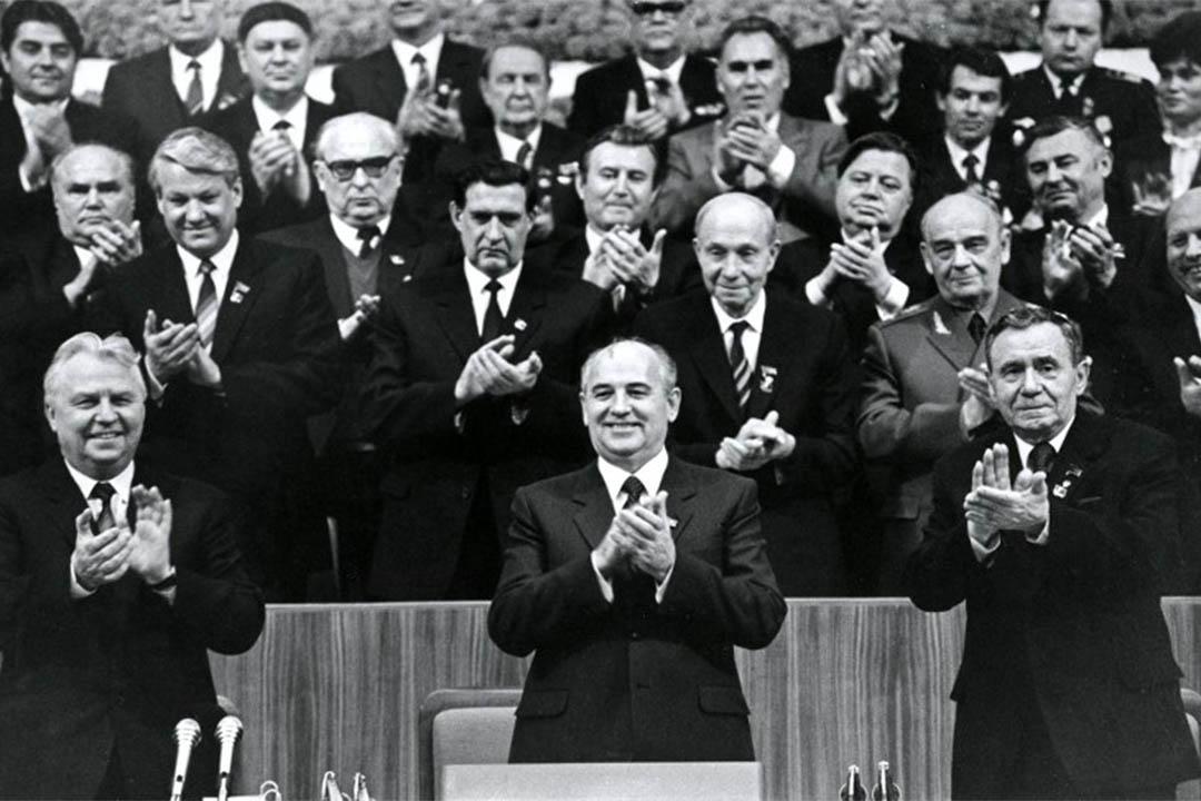 1986年2月25日,戈巴卓夫出席蘇聯共產黨會議。