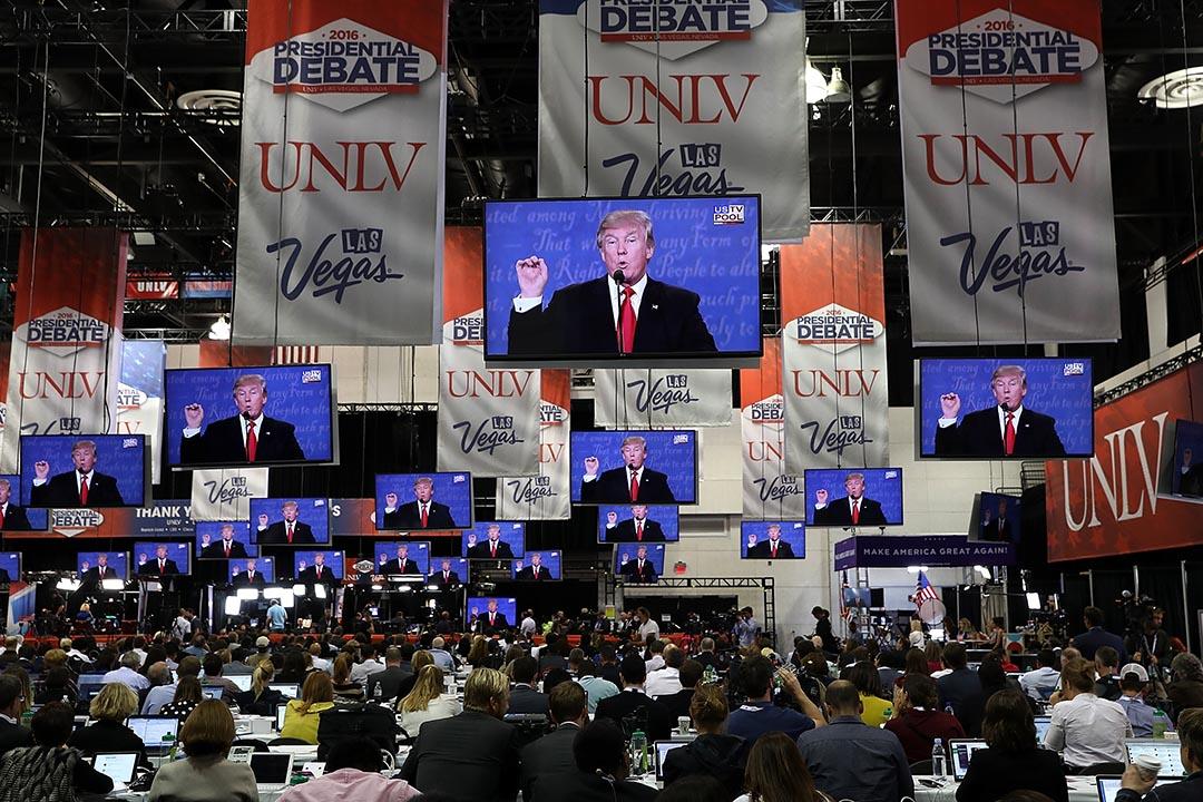 2016年10月19日,各界媒體觀看共和黨總統候選人特朗普在第三次美國總統的辯論。