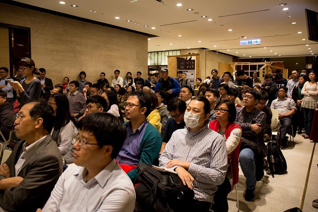 中文版書籍發表講座於誠品舉行,吸引許多人到場聆聽。