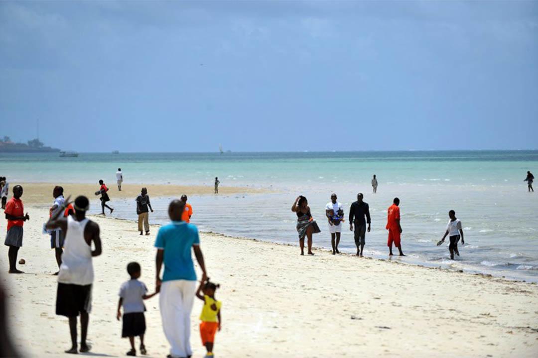 在蒙巴薩的肯雅塔公眾海灘,有不少未成年性工作者。圖為人們在肯雅塔公眾海灘。