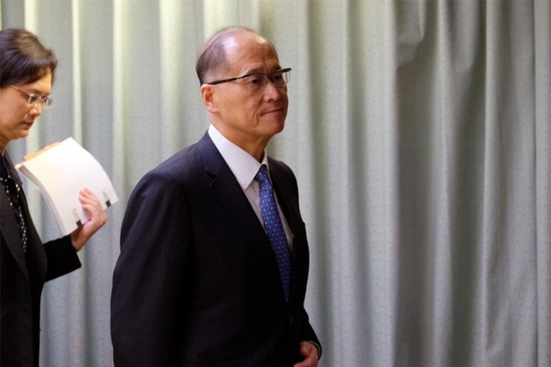 2016年9月23日,台灣外交部長李大維出席記者會後離開。