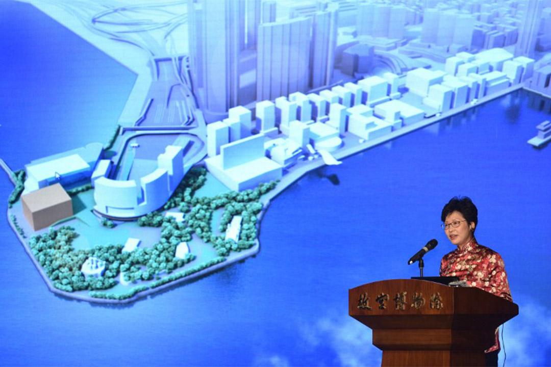 西九文化區管理局將與故宮博物院合作,在西九文化區興建香港故宮文化博物館,長期展出故宮博物院的文物珍藏。