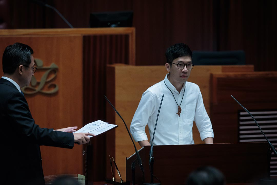 2016年10月12日,羅冠聰宣誓就任立法會議員時,在宣讀誓詞前後加入開場白和結束語,並每逢出現「中華人民共和國」時,提高「國」字的音調,2017年7月14日,經高等法院宣判,宣誓無效。