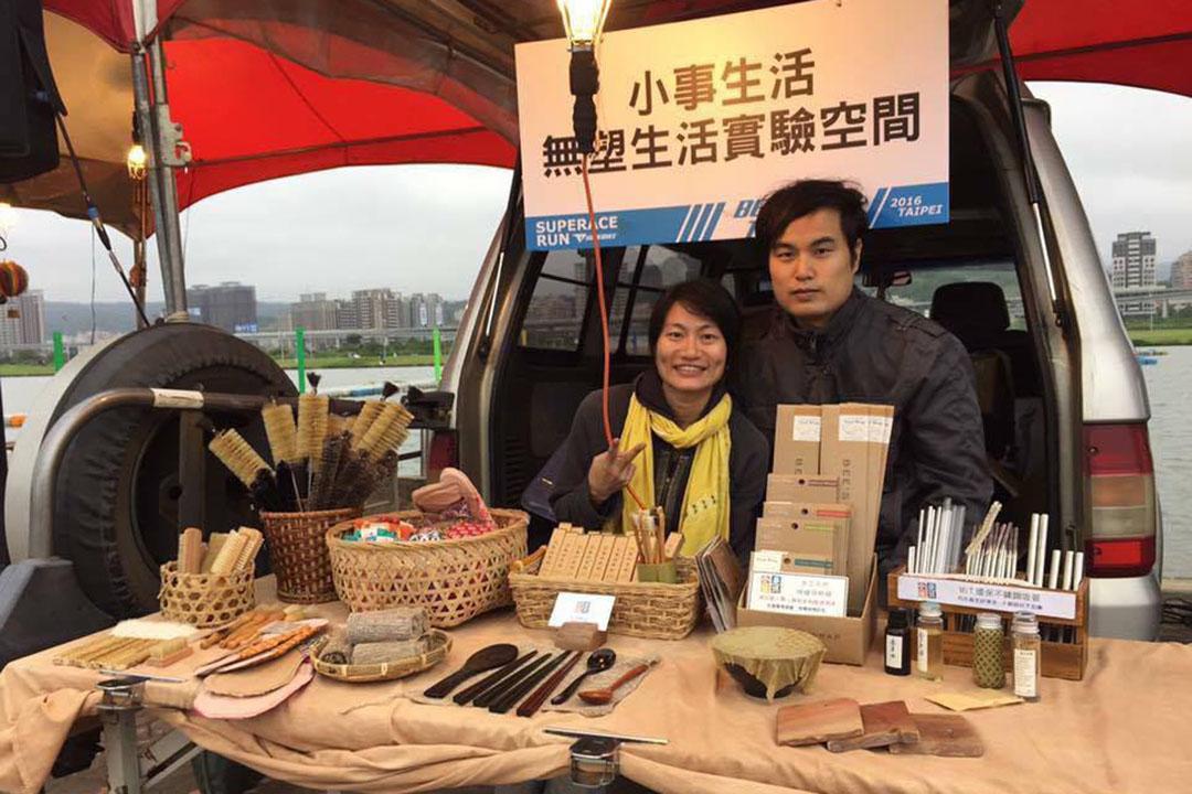 2014年,洪平珊與周暐翔創立了「小事生活」店舖。