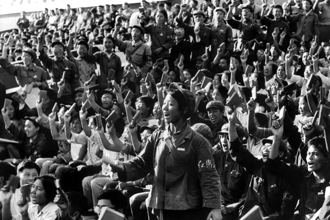 1966年9月,紅衛兵在北京街頭舉行集會,以傳播毛澤東思想 無產階級文化大革命。