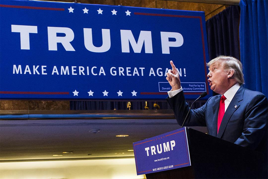 圖為2015年6月16日,美國紐約,特朗普在其企業大廈內演講。