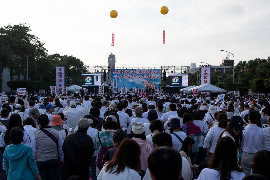 12月3日,護家盟發起「百萬家庭站出來!婚姻家庭,全民決定」遊行。
