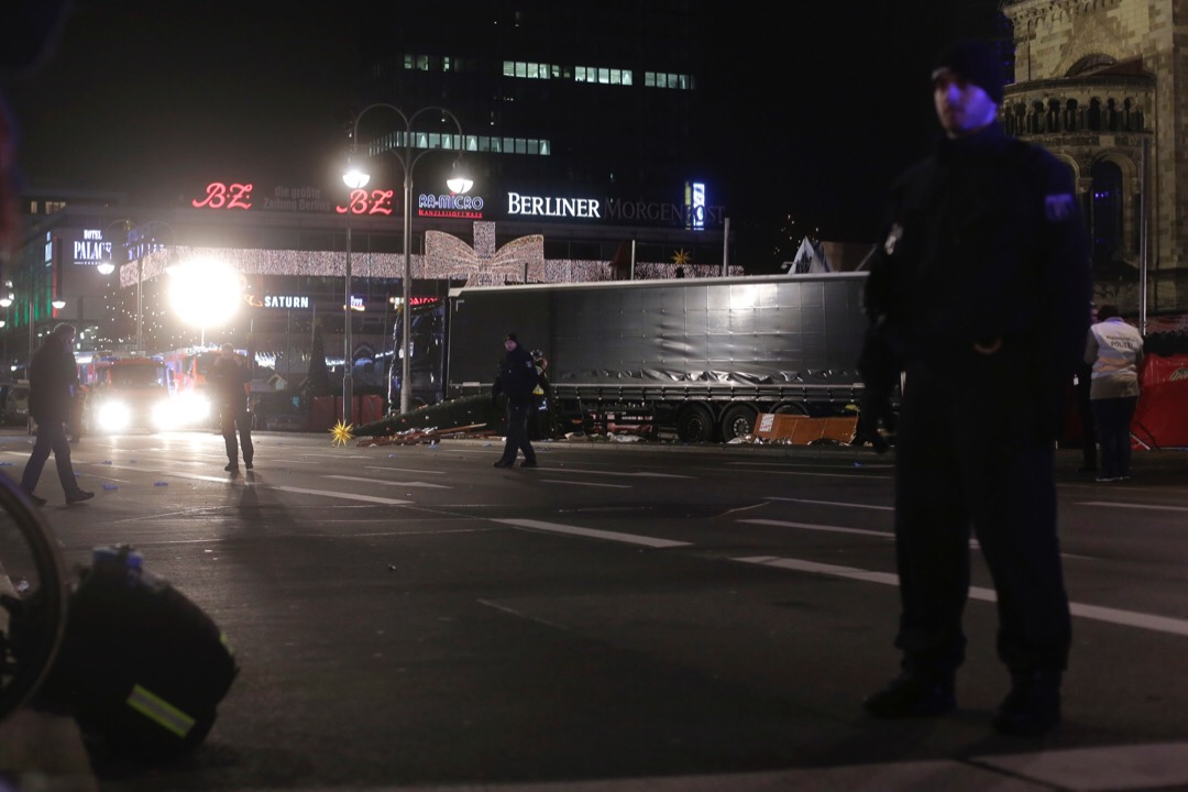 2016年12月20日,德國,柏林一輛貨車衝向聖誕市集,造成多人死傷。