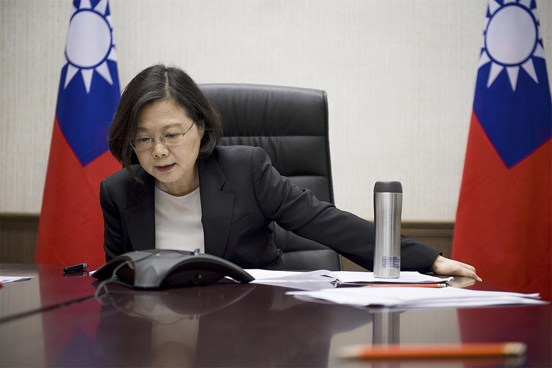 2016年12月2日,台灣總統蔡英文與特朗普通話。