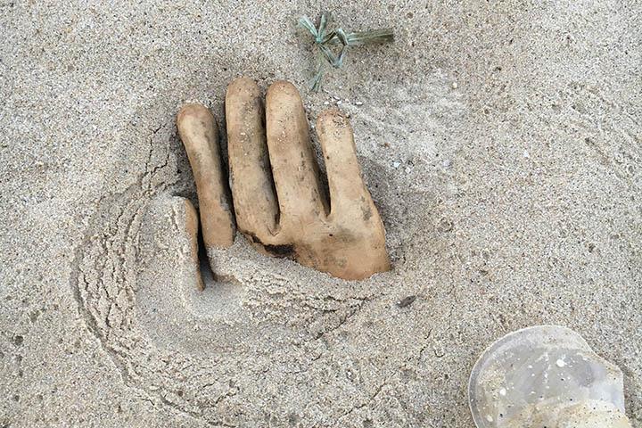 被灌漿的人手模型。