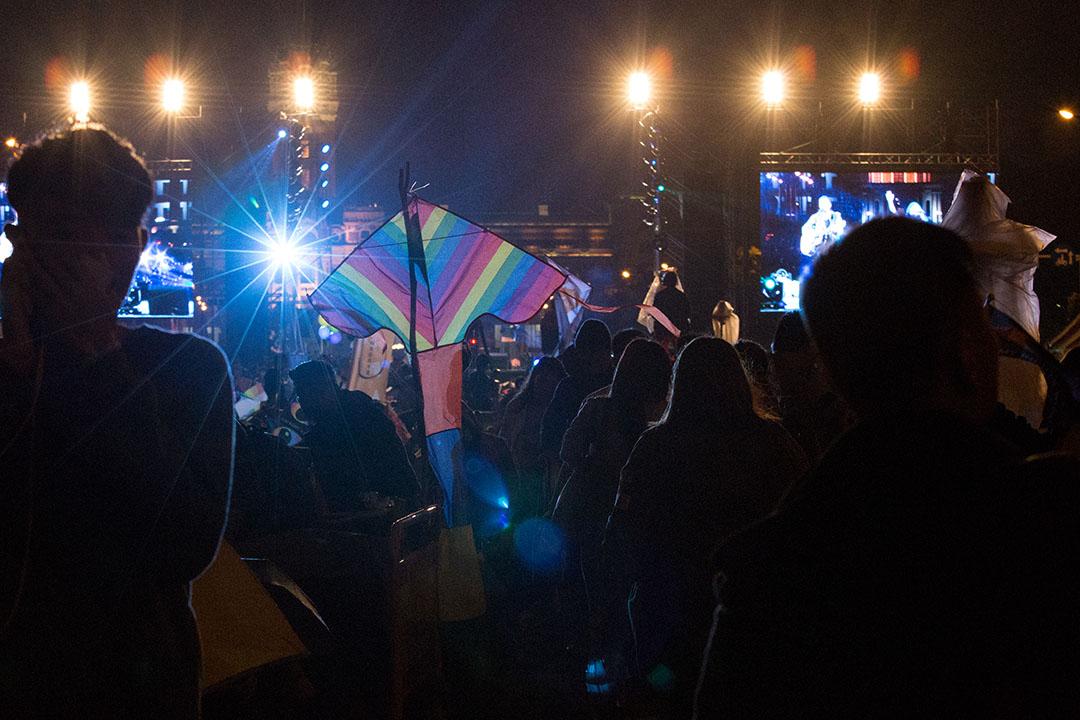 12月10日,同志團體於凱道舉辦音樂會,晚上下雨仍不減民眾熱情。