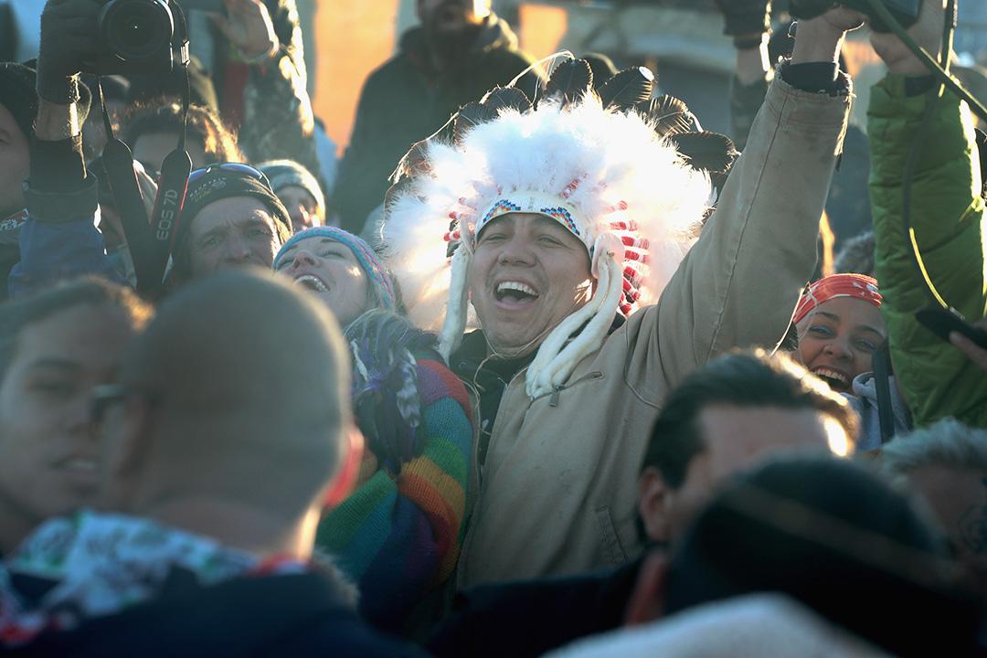 2016年12月4日,北達科他州,原住民慶祝反抗油管興建計劃獲勝。