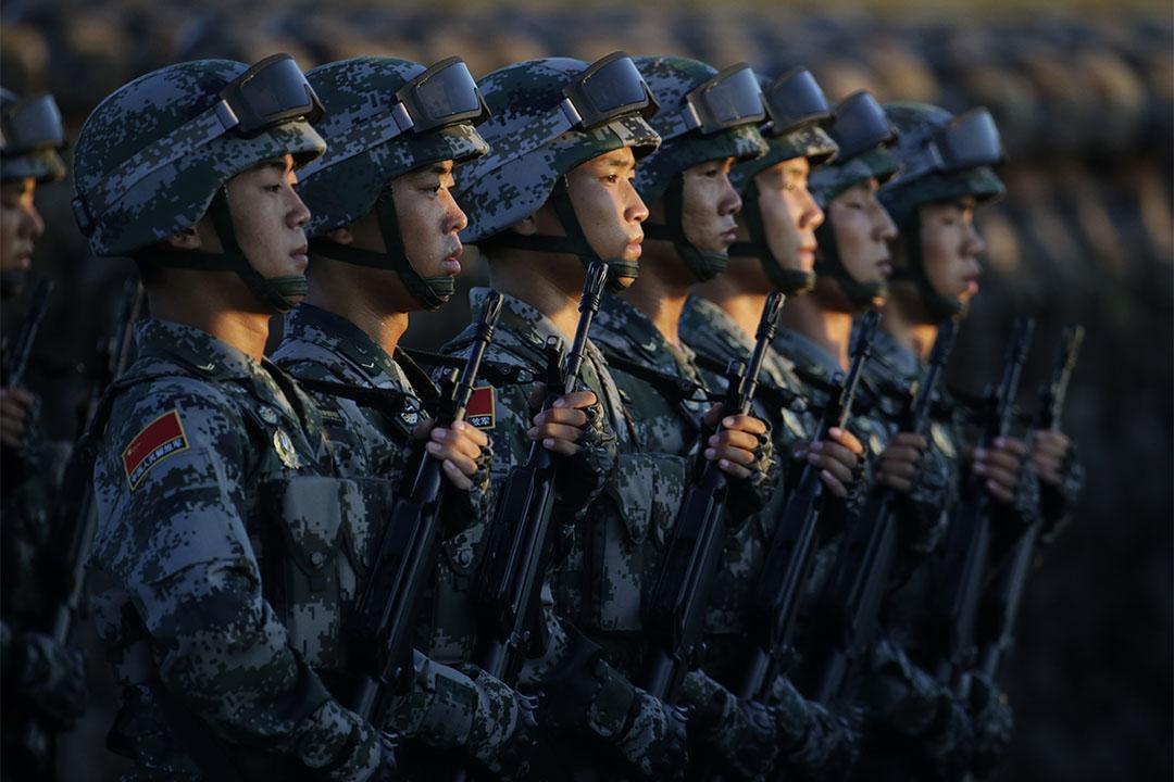 圖為2015年9月3日,中國北京,解放軍在天安門為紀念二戰終結的軍事巡遊作準備。
