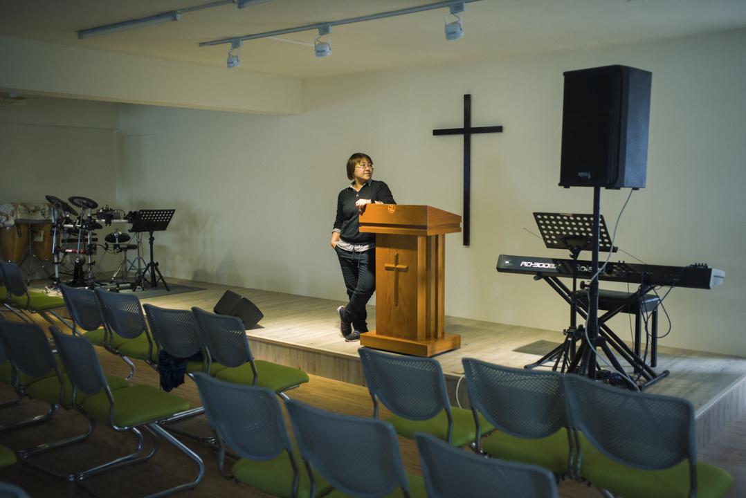 從小在天主教家庭長大的阿文(化名),出櫃至今近10年。