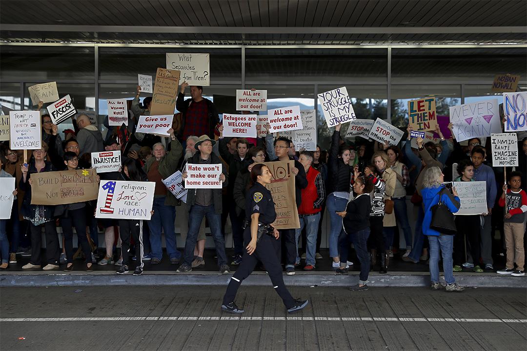 2017年1月28日,示威者在舊金山國際機場在反對特朗普頒布的禁令。