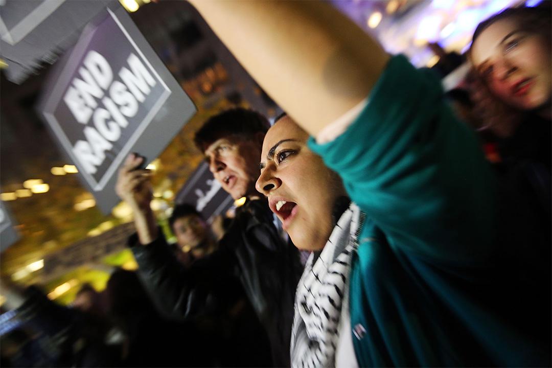 在2016年12月10日,已有示威者於紐約遊行以譴責特朗普在難民問題上的政治取態。