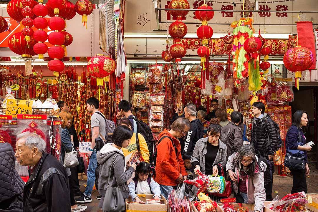2017年1月26日,香港,人們正選購農曆新年的裝飾,作為對新年美好幸福的祝願。