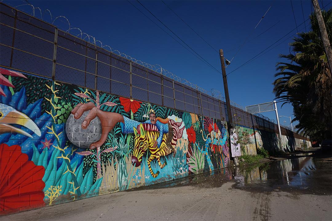 美國總統特朗普發布行政命令特朗普簽署行政命令興建美墨圍牆。圖為墨西哥提華納的邊界牆。
