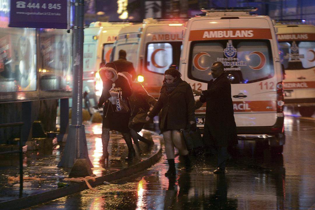 襲擊發生後人群離開現場。